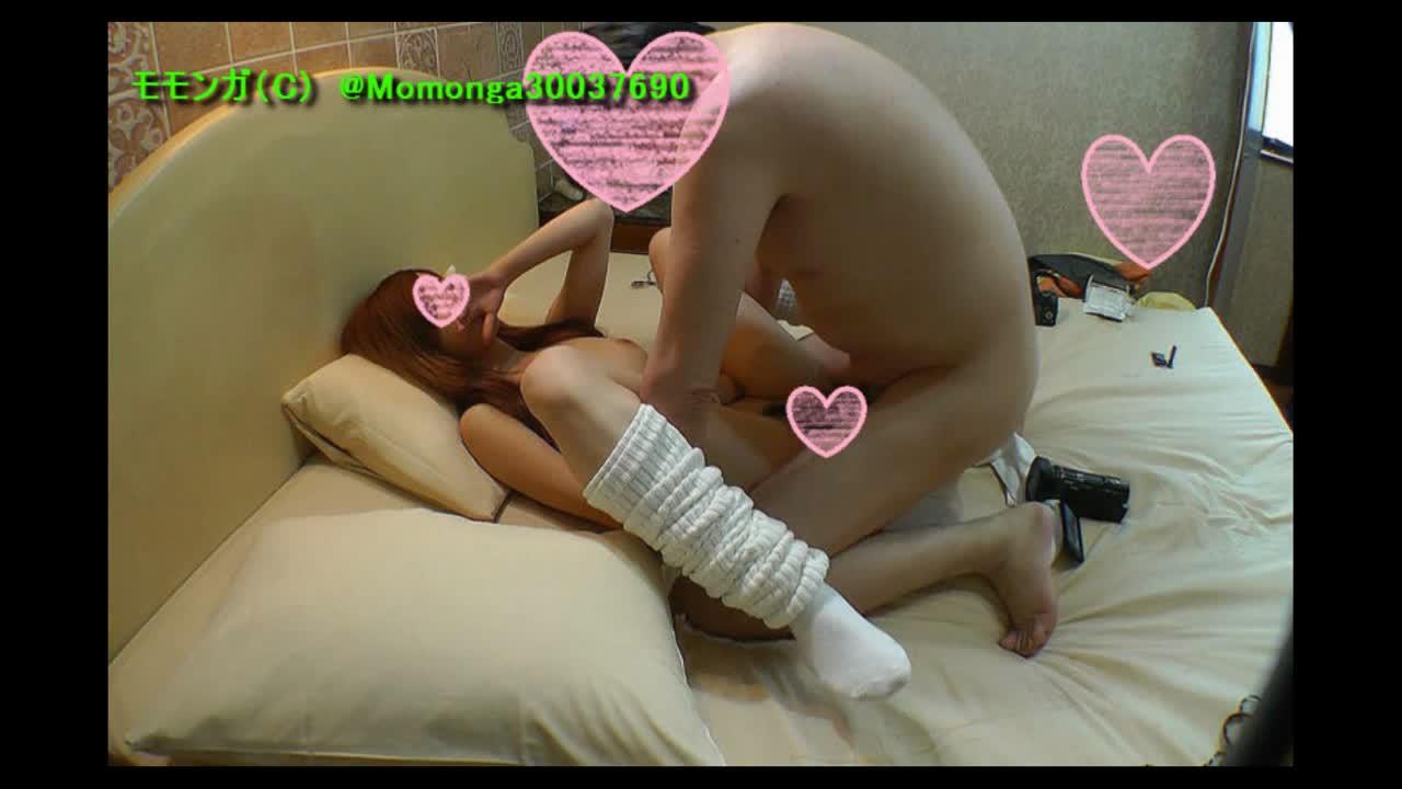 超卑猥ボディーの白ギャルちゃん全裸にルーズソックスだけ履いて超絶フェラチオ&中出し性行為